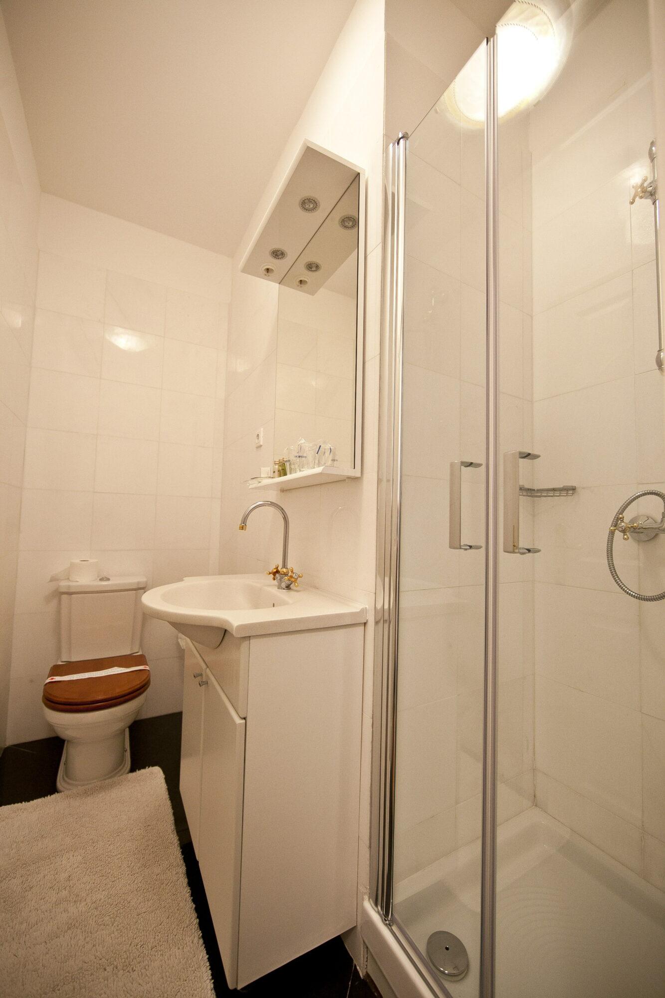 Room Petite Bathroom